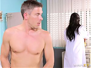 massive titted physician Romi Rain gets her arms on her naughty patient